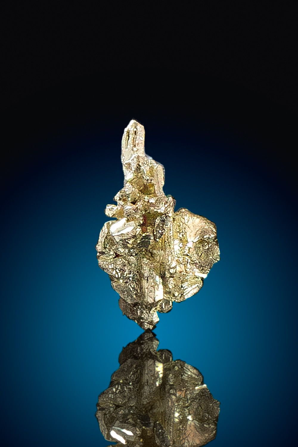 Sharp Gold crystal from Fire Creek Gold Mine, Nevada