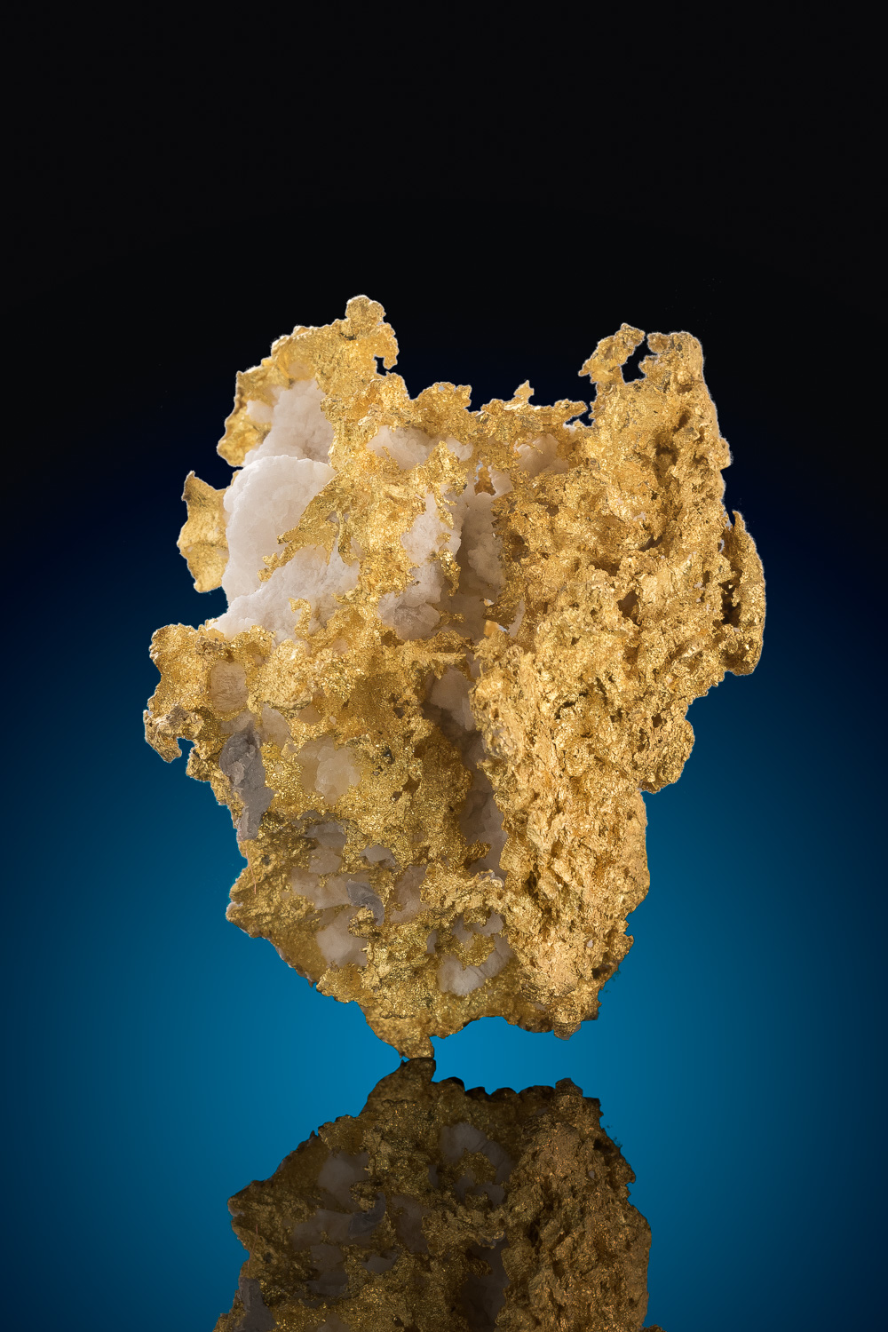 A beautiful Crystalline Gold and Quartz Specimen - California